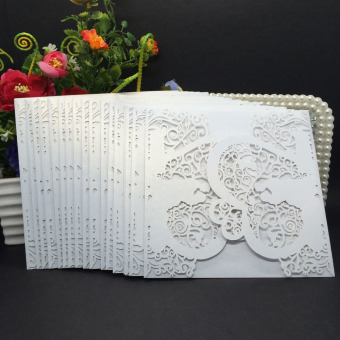 40pcs Delicate Iridescent Paper Heart Couple Pattern Carved WeddingInvitation Card Hollow Out Crafts Card for Wedding Party(White)