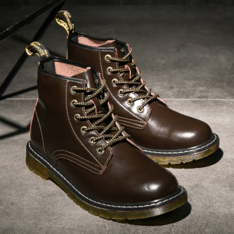 Stylish men in hight-top boots Dr. Martens (Brown)