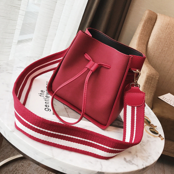 Ulzzang Korean-style wide strap shoulder bag (Red)