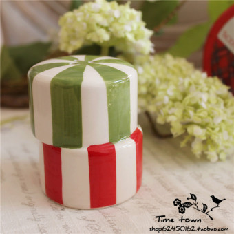 Christmas gift painted ceramic salt and pepper pot seasoning containers