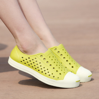 Beach plastic porous shoes sandals (Green lemon)