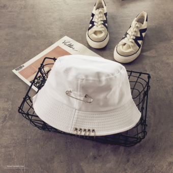 Couple's Korean-style brooch ring fisherman hat bucket hat (White)