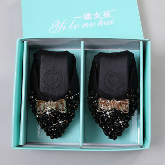 Diamond pointed flat with peas shoes New style flat shoes (Black)