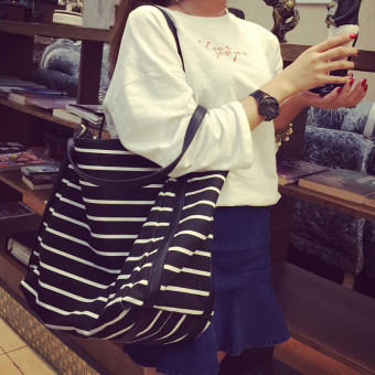 Korean-style large capacity striped canvas bag (Black and white striped canvas (large))