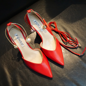 Leather pointed nude color black shoes buckle shoes (Red)