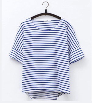 Loose and plus-sized striped T-shirt (Blue and white striped)