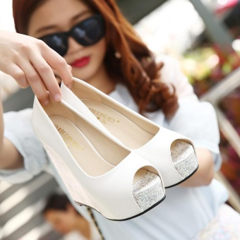Women's Peep Toe Wedge High Heels Fashion Sandals White - intl