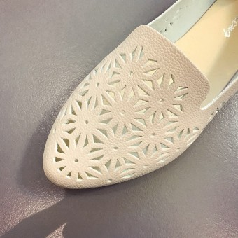 Women's Shallow Surface Mesh Surface Slip-on Flat Shoes (Off-white color)