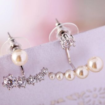 Candy Online Diamond Pearl Asymmetry Stud Earrings E402 (Silver)