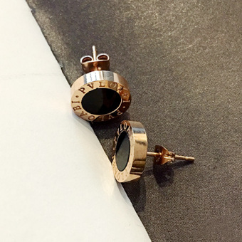 Cool versatile female pendant stud