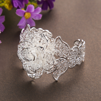 New A Valentine's Gift Fashionable Flower Bracelet - INTL - picture 2