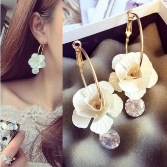 New style three-dimensional flowers large earrings diamond pendant