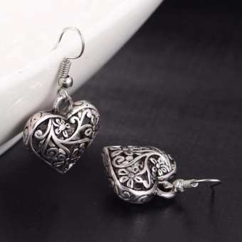 Retro Hollow Carved Heart Shape Silver Earring Vintage Lady EarStud Women Carving Design Jewelry Gift Accessories 1 Pair - intl - 2