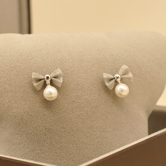 Simple 925 pure silver needle pearl stud