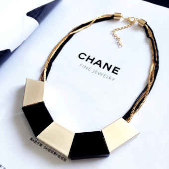 Women's Korean-style Simple Necklace with Trapezoid Pendant